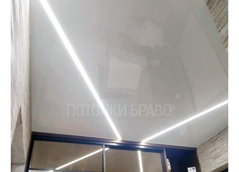 Белый натяжной потолок для гардеробной НП-1162 - фото 2