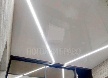 Белый натяжной потолок для гардеробной НП-1162