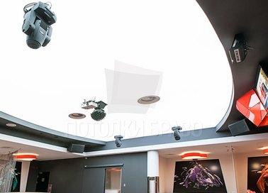 Черно-белый матовый натяжной потолок для ресторана НП-1211