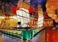 Глянцевый зеркальный натяжной потолок для ресторана НП-1219