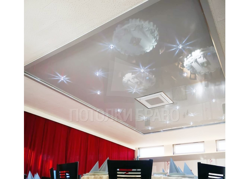 Белый матово-глянцевый натяжной потолок для ресторана НП-1232