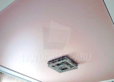 Розовый натяжной потолок с контуром для жилой комнаты НП-1237