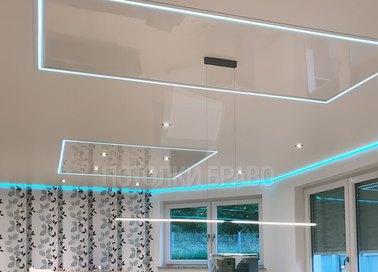 Розовый глянцевый натяжной потолок с LED для комнаты НП-1240