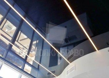 Черный глянцевый натяжной потолок с LED для комнаты НП-1241