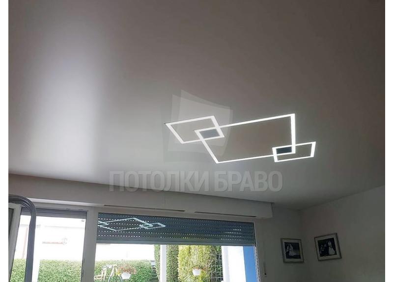 Натяжной потолок с световыми линиями в виде квадратов НП-1252