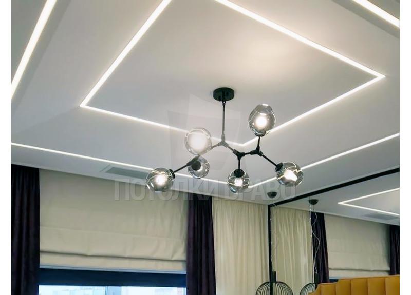 Сатиновый натяжной потолок с подсветкой и люстрой НП-1261
