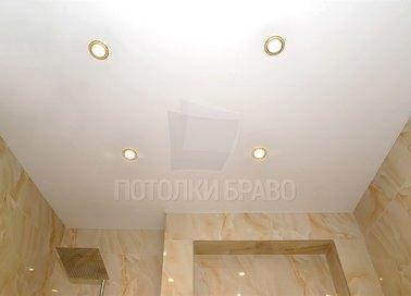 Матовый натяжной потолок с золотыми светильниками НП-1282