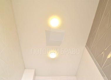 Матовый натяжной потолок со светильниками для ванной НП-1283