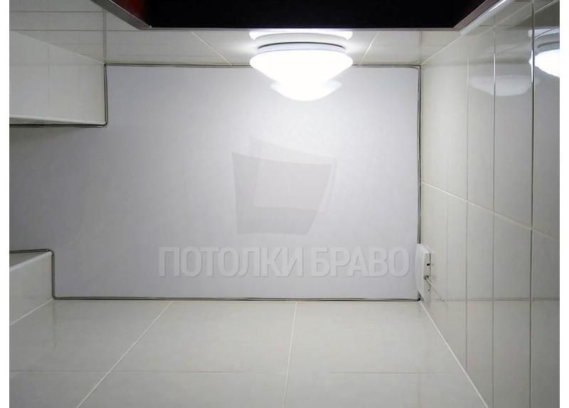 Глянцевый натяжной потолок для туалета НП-1297