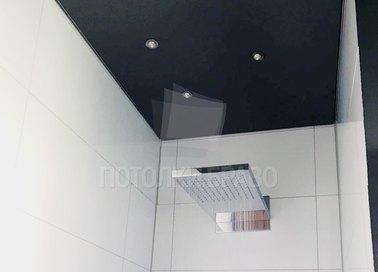 Черный глянцевый натяжной потолок для ванной комнаты НП-1299