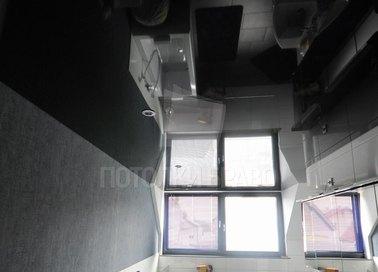 Черный зеркальный натяжной потолок для ванной комнаты НП-1304