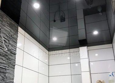 Черный глянцевый натяжной потолок для ванной комнаты НП-1309
