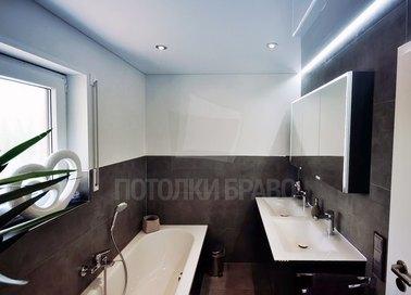 Белый глянцевый натяжной потолок с подсветкой НП-1310