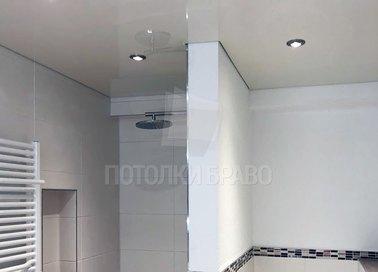 Глянцевый с точечными светильниками в ванну натяжной потолок НП-1316