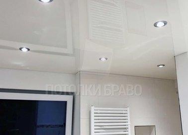 Глянцевый с точечными светильниками серый натяжной потолок НП-1317 - фото 2