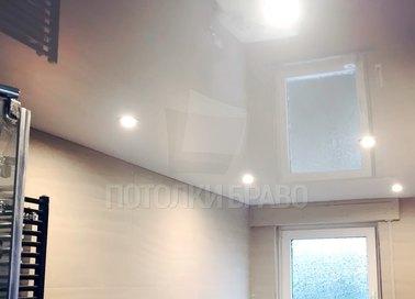 Глянцевый натяжной потолок для ванной комнаты НП-1325