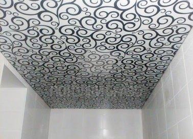 Белый матовый натяжной потолок с черным узором НП-1326