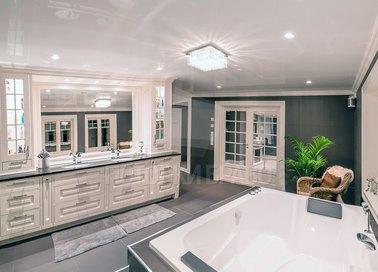 Классический белый натяжной потолок для ванной НП-1334