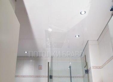 Матовый белый натяжной потолок для ванной комнаты НП-1342 - фото 2