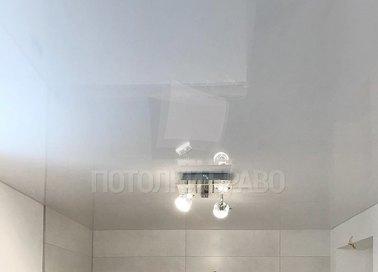Серый сатиновый натяжной потолок для ванной комнаты НП-1345