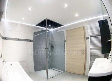 Белый натяжной потолок с подсветкой для ванной комнаты НП-1348