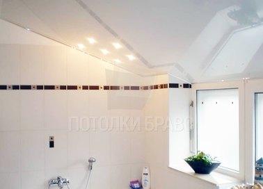 Глянцевый зеркальный натяжной потолок для ванной комнаты НП-1361
