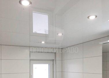 Классический белый глянцевый натяжной потолок НП-1372