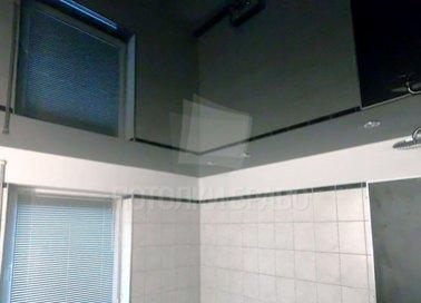Сложный глянцевый натяжной потолок для ванной комнаты НП-1378