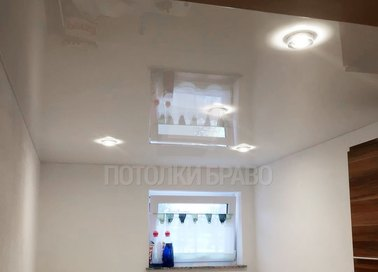 Бежевый глянцевый натяжной потолок НП-1383