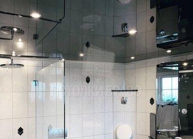Черный зеркальный натяжной потолок в стиле Лофт НП-1385