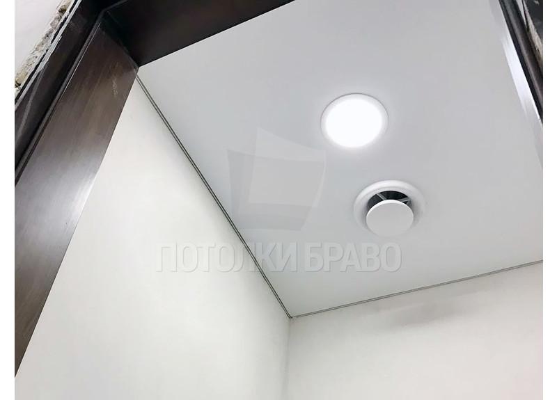 Аккуратный матовый натяжной потолок для туалета НП-1386