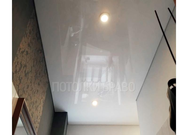 Глянцевый натяжной потолок в стиле Лофт для ванной комнаты НП-1390