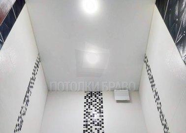 Матовый натяжной потолок для ванной комнаты НП-1391