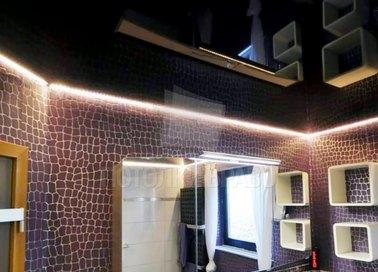 Стильный черный натяжной потолок с подсветкой НП-1408