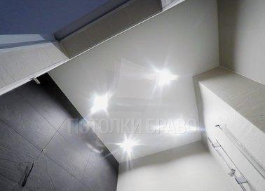 Строгий матовый натяжной потолок для ванной комнаты НП-1412