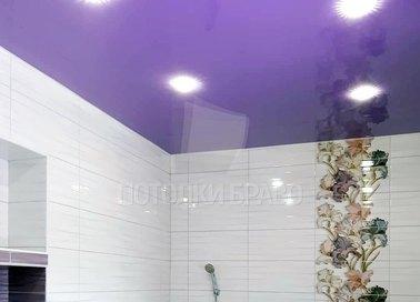 Натяжной потолок цвета фуксия для ванной комнаты НП-1415