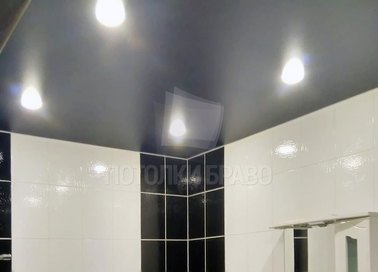 Матовый серебристый натяжной потолок для спальни НП-1431