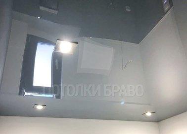 Глянцевый натяжной потолок с точечными светильниками НП-1439
