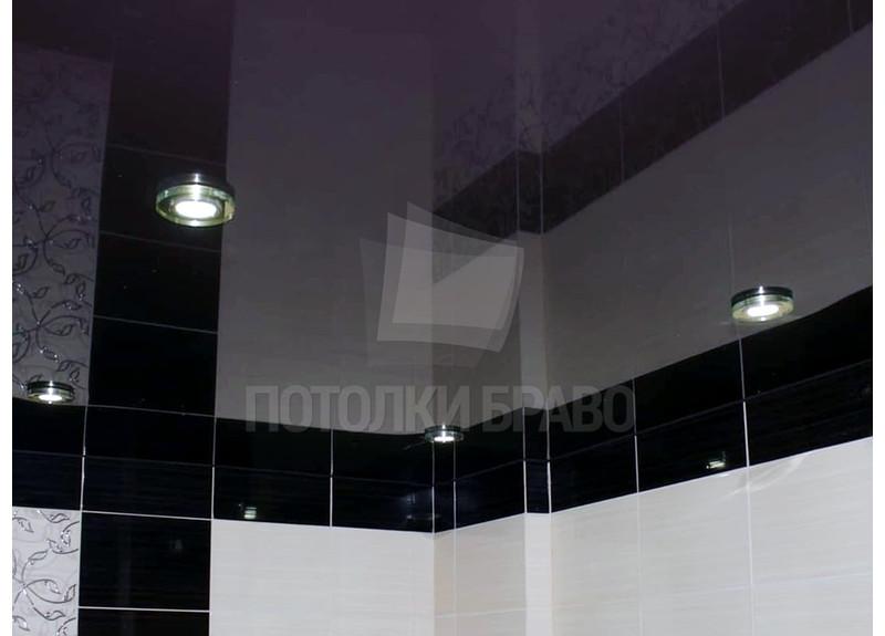 Глянцевый черный натяжной потолок в ванную комнату НП-1450