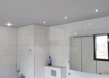 Матовый натяжной потолок в стиле модерн в ванную НП-1451