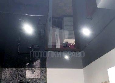 Черный глянцевый натяжной потолок в ванную комнату НП-1452 - фото 3