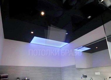 Черный глянцевый натяжной потолок с синей подсветкой НП-1458