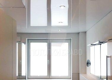 Глянцевый зеркальный натяжной потолок для ванной НП-1469