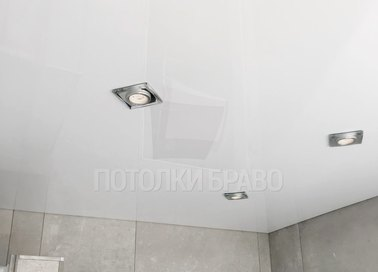 Глянцевый натяжной потолок с квадратными светильниками НП-1470 - фото 2