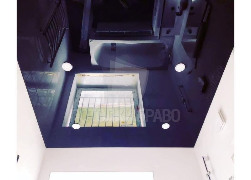 Глянцевый черный натяжной потолок для ванной комнаты НП-1475
