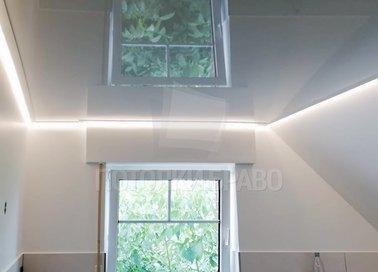 Глянцевый натяжной потолок для ванной комнаты НП-1481