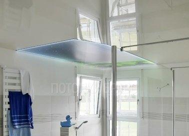 Глянцевый натяжной потолок с зеленой вставкой для ванны НП-1483 - фото 2