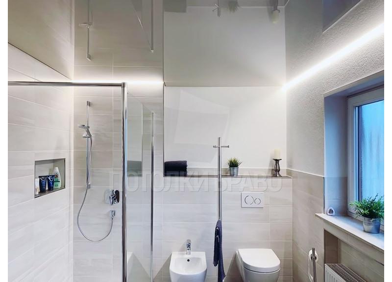 Глянцевый зеркальный натяжной потолок для ванны НП-1484 - фото 2