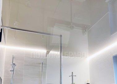 Глянцевый зеркальный натяжной потолок для ванны НП-1484