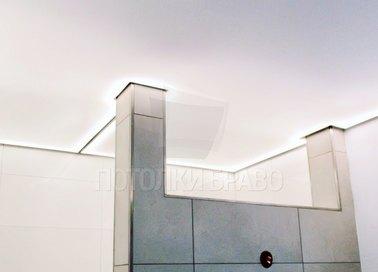 Матовый белый натяжной потолок с подсветкой для ванны НП-1485